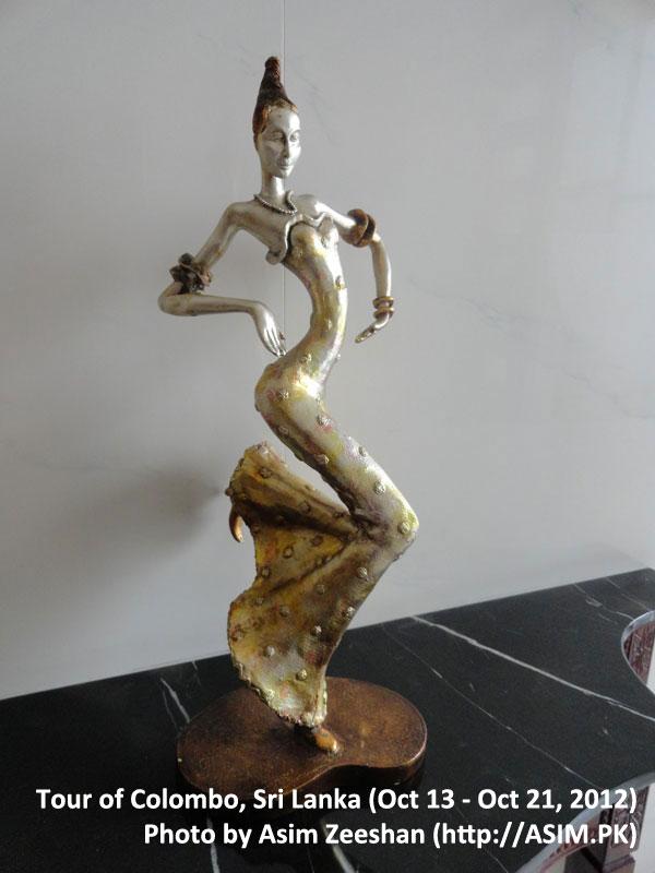 SriLanka tour - statues