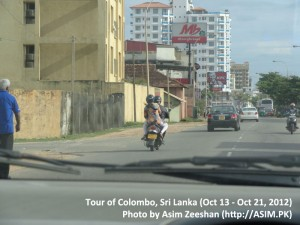 SriLanka tour - Family on Bike